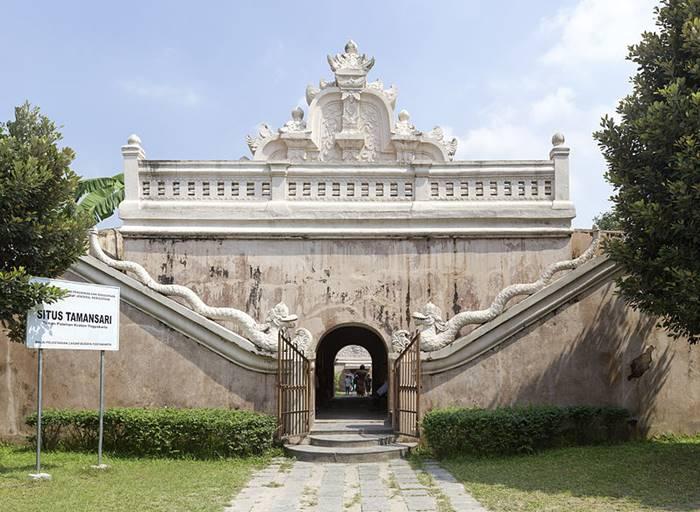 Berwisata Sejarah Purbakala Di Indonesia