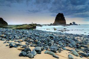 Pesona Pantai Yang Ada Di Jawa Timur